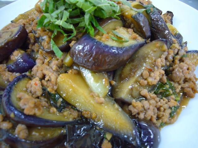 Spicy Eggplant and Pork Stir-Fry 茄子とひき肉のピリ辛炒め (Nasu to hikiniku no pirikara itame)